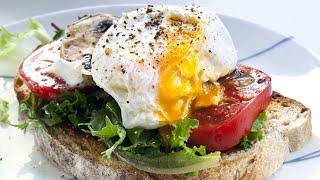 Tosta de tomate, queso y huevo