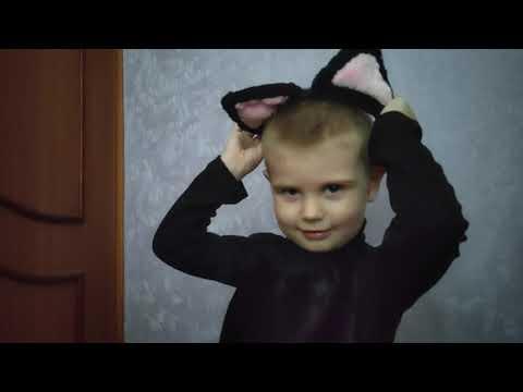 Сшила Славе костюм котика и подушки.