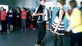 Школьник Жжёт Хиты на баяне!!!(Полная версия)