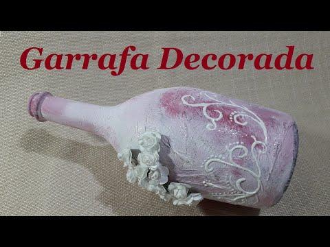 Garrafa com rosas e arabescos