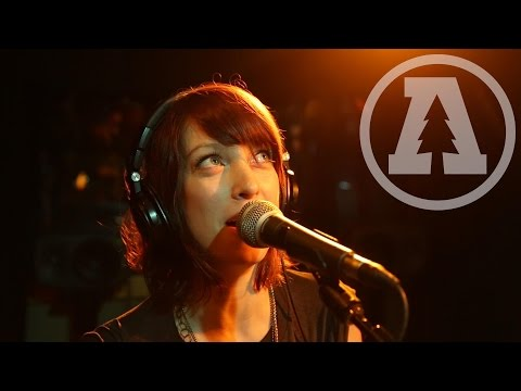 Sister Sparrow & The Dirty Birds - Borderline | Audiotree Live