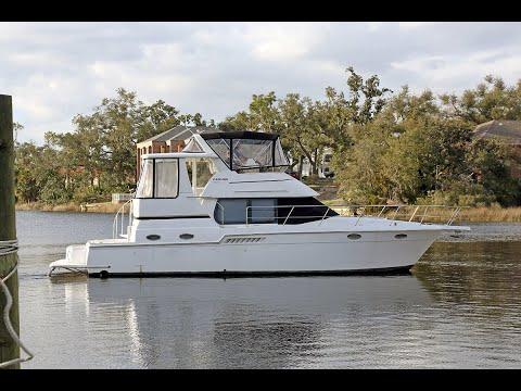 Carver 404 Cockpit Motor Yacht video