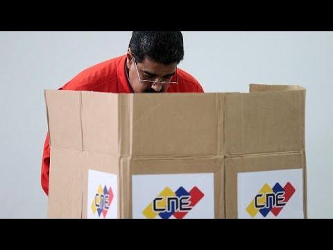 Βενεζουέλα: Ο Μαδούρο στήνει κάλπες στη σκιά της βίας
