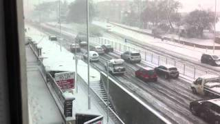 preview picture of video 'HEAVY SNOW TRAFFIC CHAOS London Hendon UK'