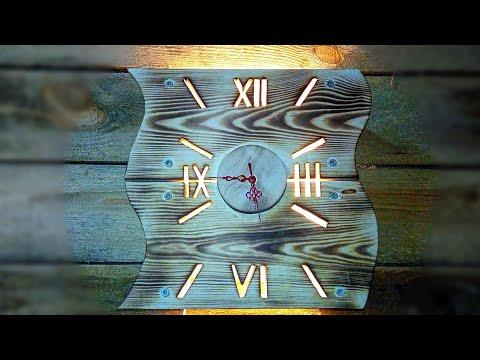 Настенные часы и оригинальный настенный светильник из массива сосны.