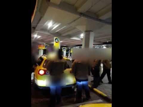 Fenyegetett és lezsidózott egy taxist a Liszt Ferenc repülőtér biztonsági embere