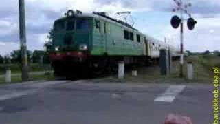 preview picture of video 'Pociąg posp. BIEBRZA (Białystok - Gdynia Główna) w Knyszynie'