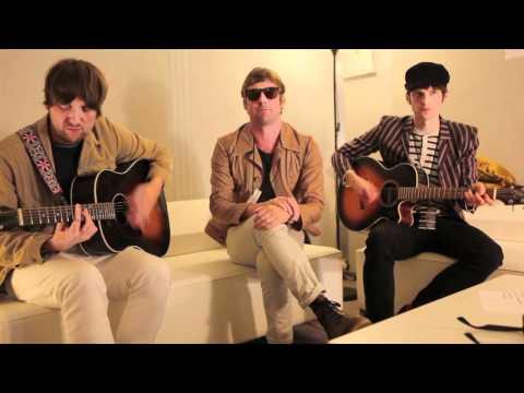 Kaiser Chiefs 'Kinda Girl You Are' (acoustic)