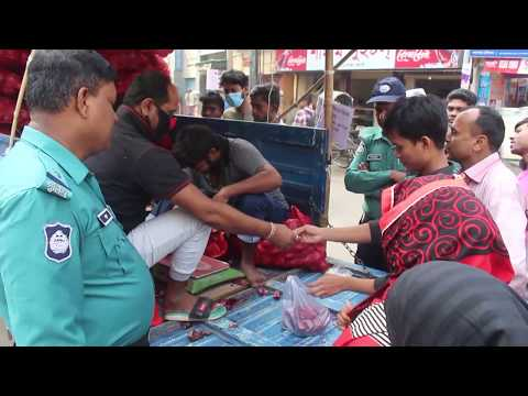 রাজশাহীতে পুলিশ পাহারায় টিসিবির পেঁয়াজ বিক্রি শুরু