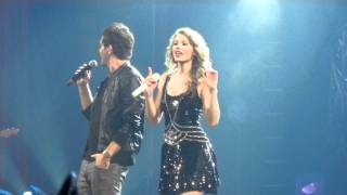 "Taylor Swift and Andy Grammer sing ""Keep Your Head Up"""