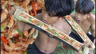 Primitive Technology - Cooking shrimp in bamboo - eating delicious