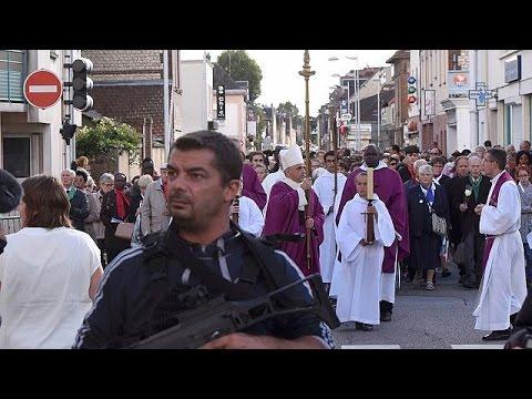 Γαλλία: Επαναλειτουργεί η εκκλησία όπου δολοφονήθηκε ο ιερέας Ζακ Αμέλ