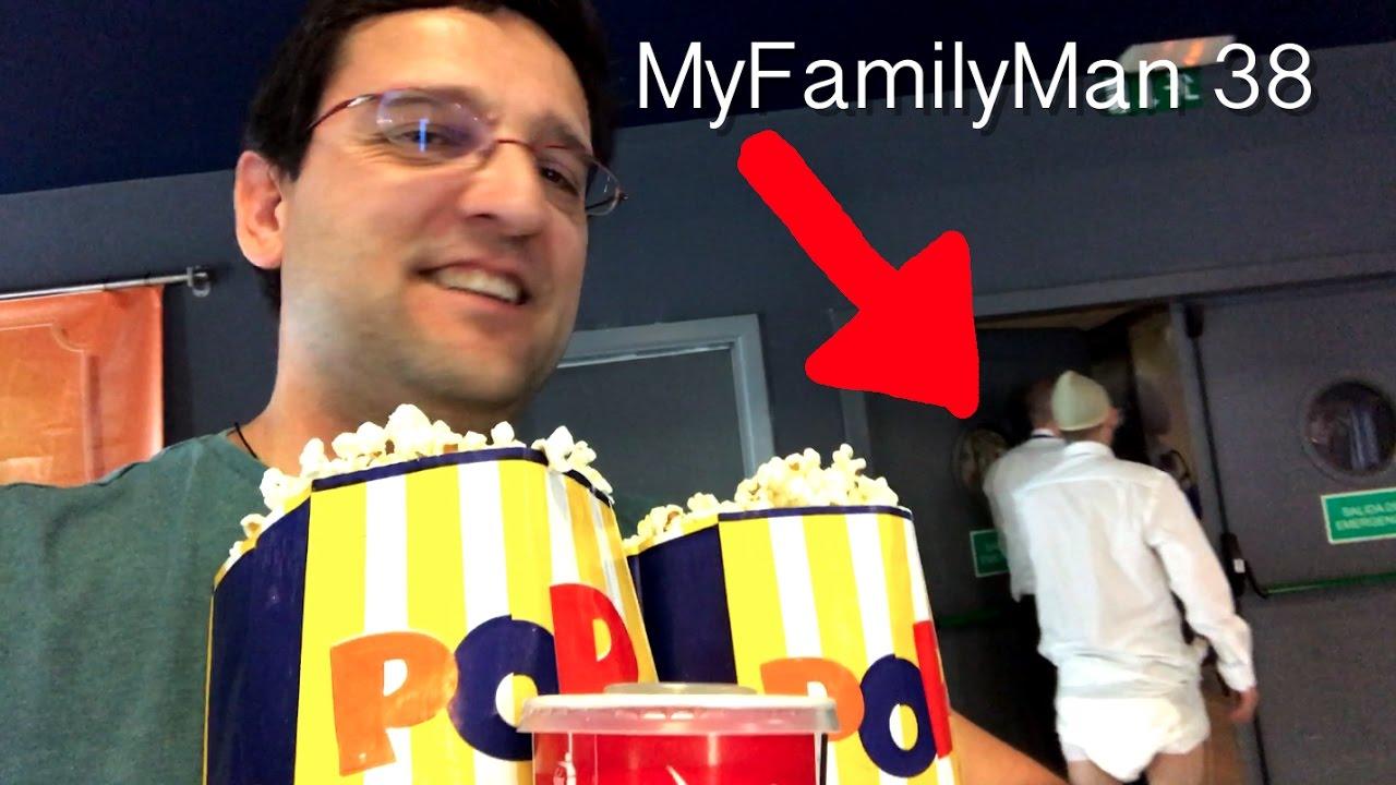 En pañales en el cine