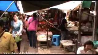 preview picture of video 'Railway market Samut Songkhram, Mae Klong Market, Thailand. Part 1'
