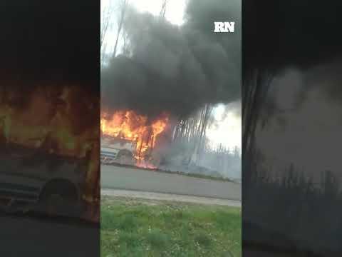 Ardió un colectivo de la empresa 18 de Mayo