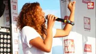 Mona Roukachi live sur le podium HIT RADIO au Grand Prix de Marrakech 2012