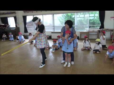 ともべ幼稚園「スイカ割り大会(年長)」