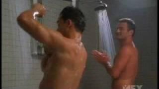 Красивые парни, Марио Лопез и Джулиан Макмэхон в душе