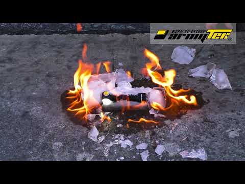 Wir haben den Armytek Wizard mit Feuer, Wasser, Eis getestet und fuhren sogar mit dem Auto
