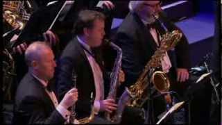 Смотреть онлайн Оркестр исполняет музыку из Том и Джерри