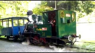 preview picture of video 'Detská železnica - Katka obieha súpravu v stanici Čermeľ'