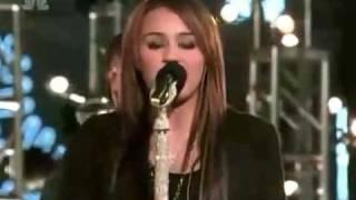 Miley Cyrus Rockin' Around The Christmas Tree Live