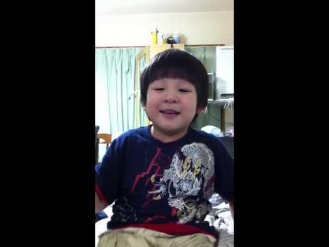 【かわいい子供】英会話する 子供にママは・・・