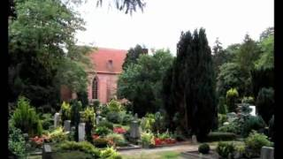 preview picture of video 'Friedhof und Kirche, in  Hude, Niedersachsen, germany'