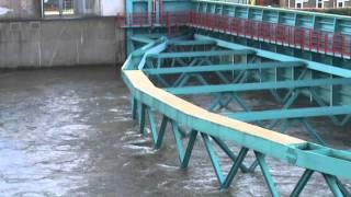 preview picture of video 'Hoogwater Krimpen aan den IJssel sluiting Hollandse IJsselkering'