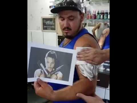 Mies paljastaa Tomb Raider-tatuoinnin – lopputulos pakottaa pidättelemään naurua
