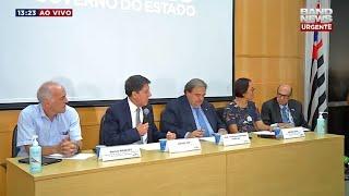 O governo do estado de São Paulo realiza, na tarde desta terça-feira (13), coletiva de imprensa para falar sobre quatro mortes suspeitas, que podem ter sido em decorrência do coronavírus.