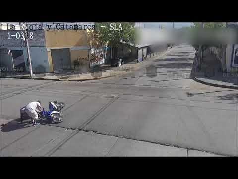Video: Choque entre un auto y una moto
