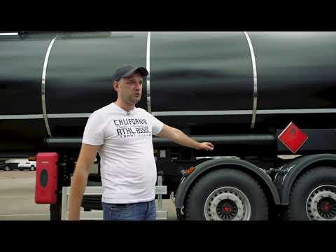 Битумовоз, цистерна для перевозки темных нефтепродуктов.