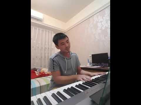 鋼琴自彈自唱