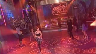Chenoa ¨ Buenas noticias  ¨ acompañada por los bailarines de fama
