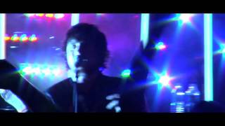 THE TREWS - HOLD ME IN YOUR ARMS - LIVE!