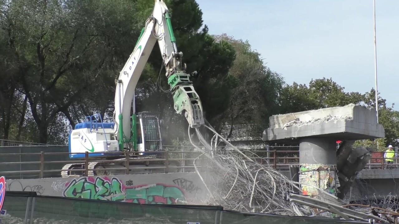 La demolizione della Tangenziale Est