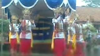 preview picture of video 'tari sembah smpn2 bandar surabaya'