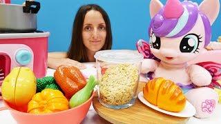 Видео для детей. Готовим ОБЕД Как МАМА:🍽 #Поняня варит суп для #ЛитлПони ФлариХарт. Игры с #ПОНИ