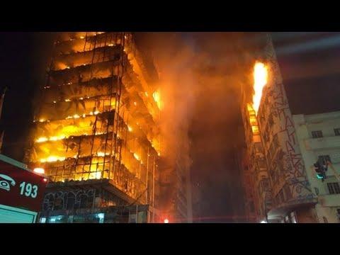 В Бразилии полыхает заброшенный небоскреб