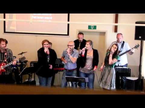 Impuls Praise Band uit Dronten zingt bij Evangelische Gemeente in Lelystad