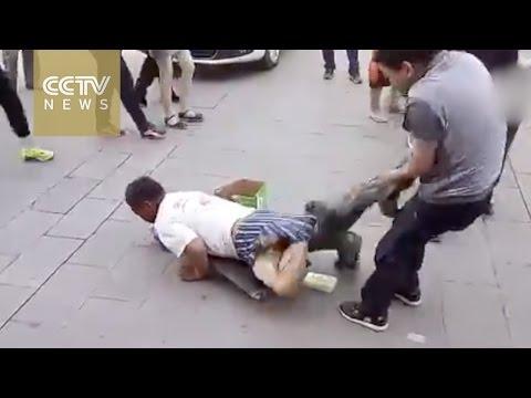 「身体障害者」の乞食、ズボンを脱がすとまさかの・・・ (動画) | ポッカキット