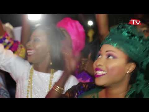 Vidéo: Pluie de billets et des cadeaux en or à l'anniversaire de Ndéye Diouf