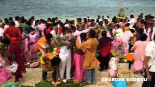 preview picture of video 'Céremonie tamoul Ile de la Réunion Saint Pierre  [KREOLERTV]'