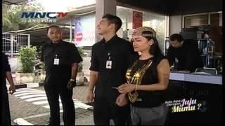 Julia Perez Belajar Jadi Security Sama Mukhlis -  Ada Apa Dengan Juju Mumu?