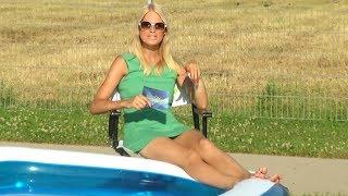 Planschen im aufblasbaren Pool mit Anne-Kathrin kosch