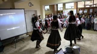 """Сербский танец под русскую песню """"Катюша"""""""