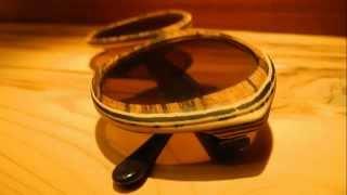 Custom made wooden / buffalo horn eye glasses. Individuelle Designerbrillen aus Holz und Büffelhorn