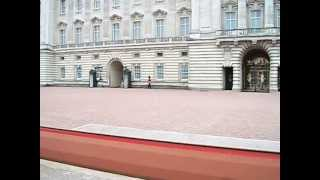 preview picture of video 'Queen's Guard at Buckingham Palace'
