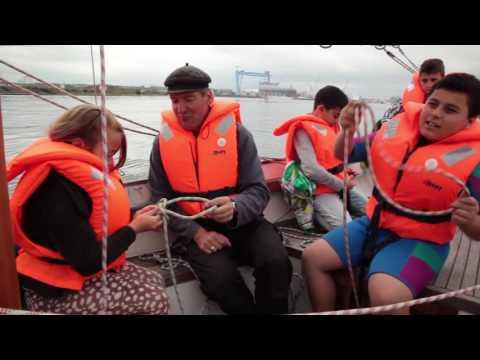 Neue Schwimmwesten für das Kieler Jugendkutterprojekt